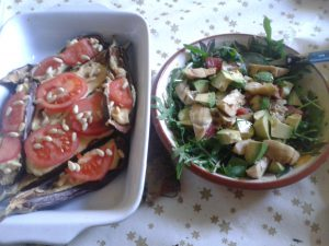 Houmous stuffed aubergine with rocket, artichoke & pink grapefruit salad